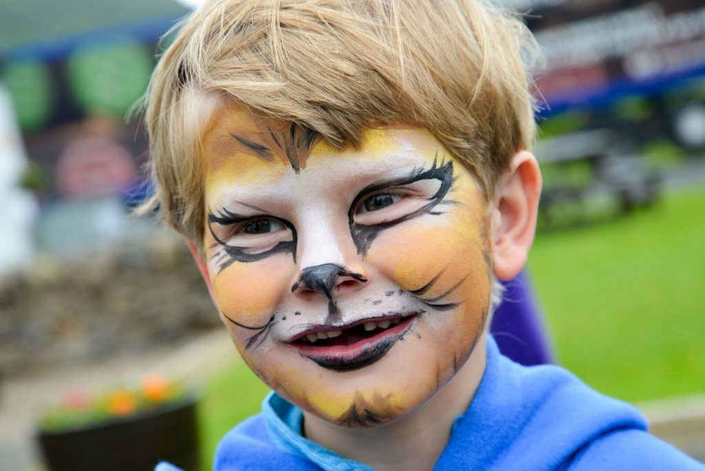 One youngster has his face painted. NO_B28_malt_10