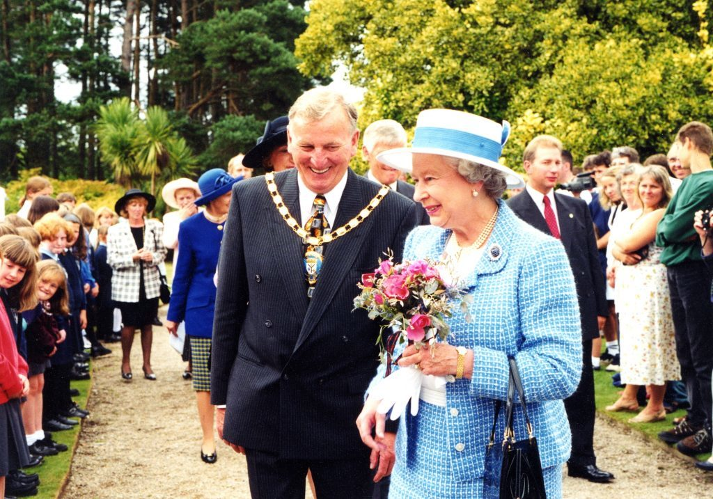 NAC convener George Steven and The Queen meet Arran's Primary School pupils.