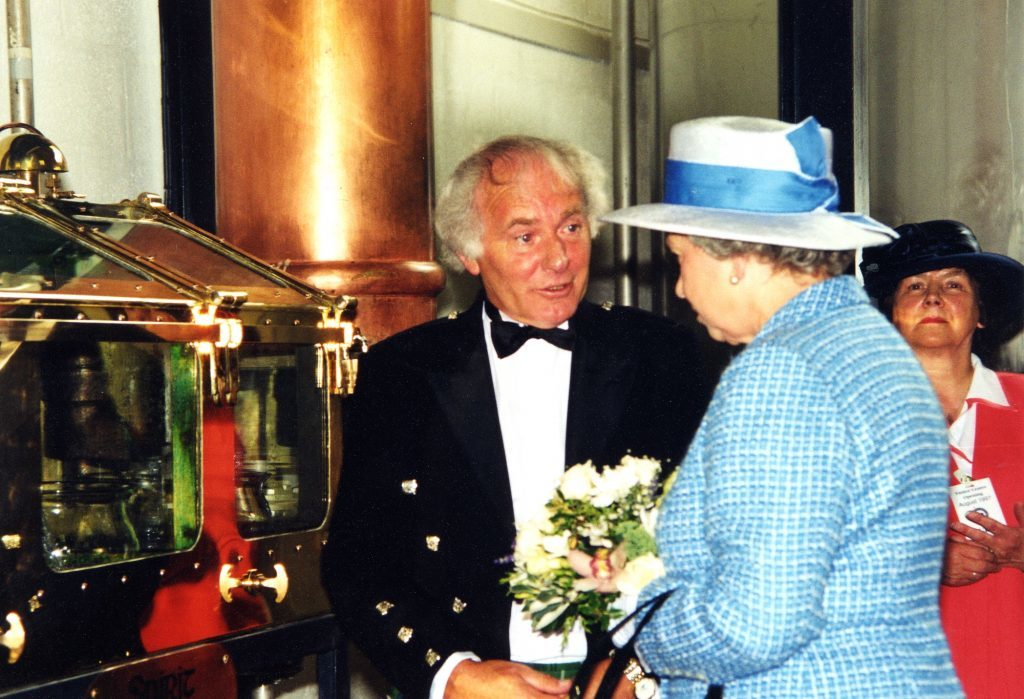 Distiller Gordon Mitchell outlines the distilling process to The Queen.
