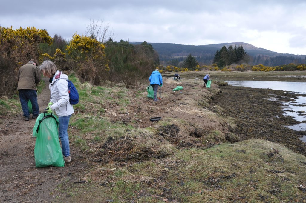 With such large numbers volunteers made quick work of the beach and move towards the tidal lagoon behind the beach