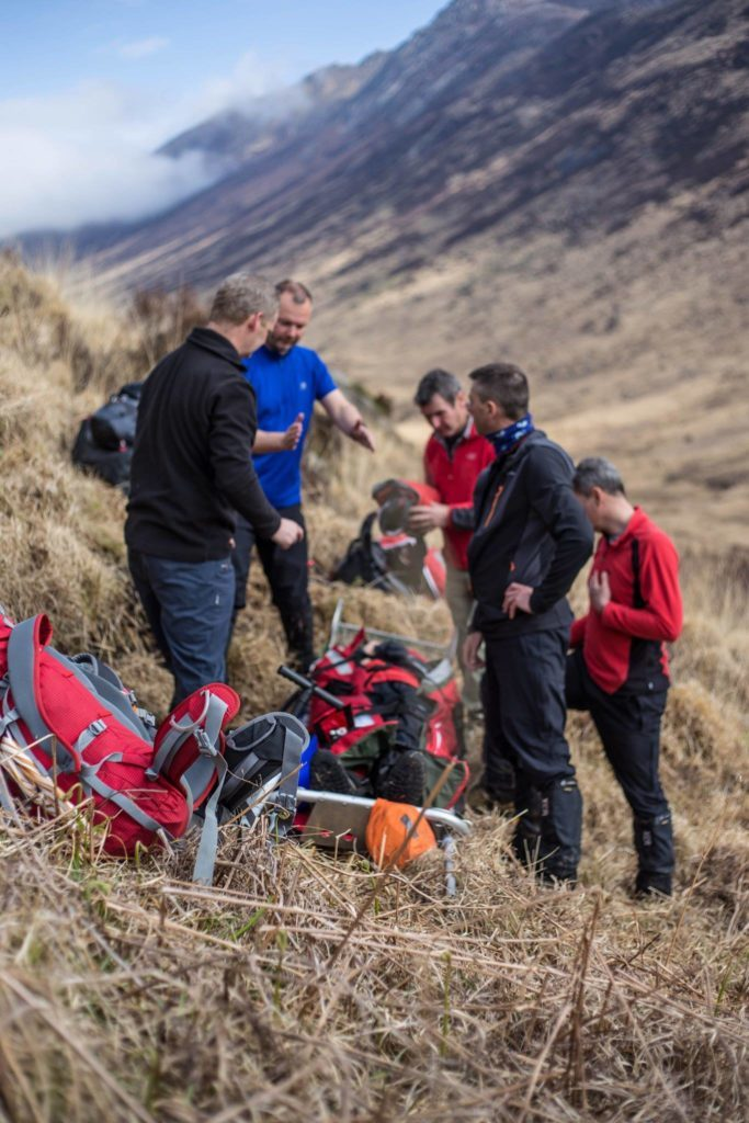 The two mountain rescue teams discuss their strategy.