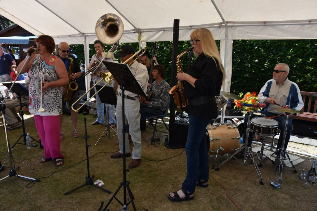 Creating a welcome atmosphere, the Jazz Cafe Band provided fitting background music.