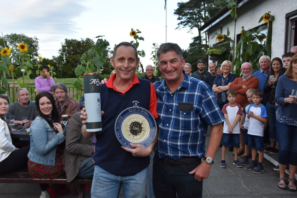 Nicol Hume presents Brian Smith with the prize for the best sunflower in show.