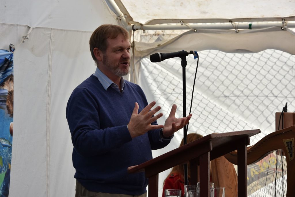Scottish Environment Protection Agency's chief executive Terry A'Hearn praised the conservation work of COAST and the community involvement on Arran.