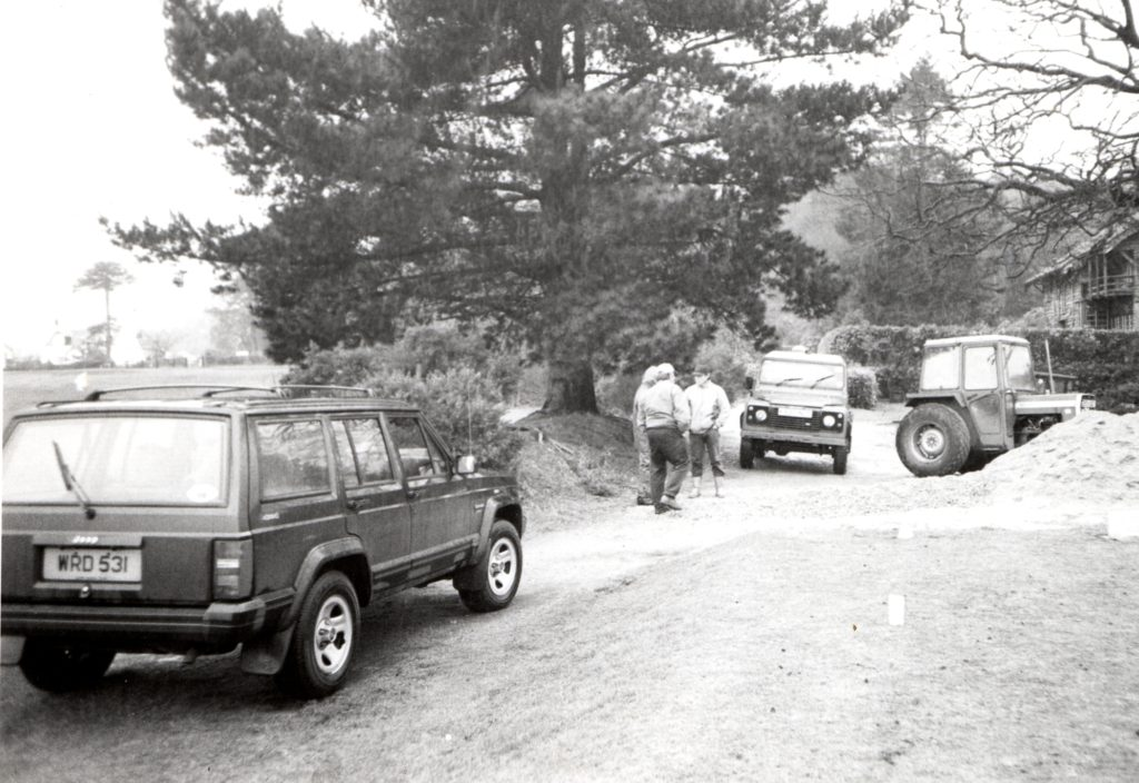 Battle for Brodick beach. Vehicles strategically park at Brodick golf course to prevent any heavy vehicles from removing sand from the beach in a dispute with the golf club and a quarry operator.