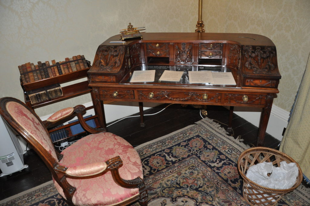The writing desk of the Duchesses of Hamilton in the boudoir.
