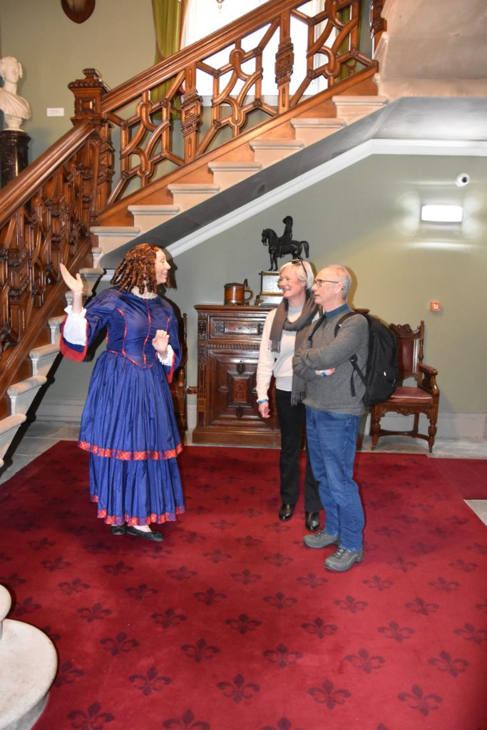 Guests learn about the history of the castle from costumed actors playing the parts of its previous inhabitants.