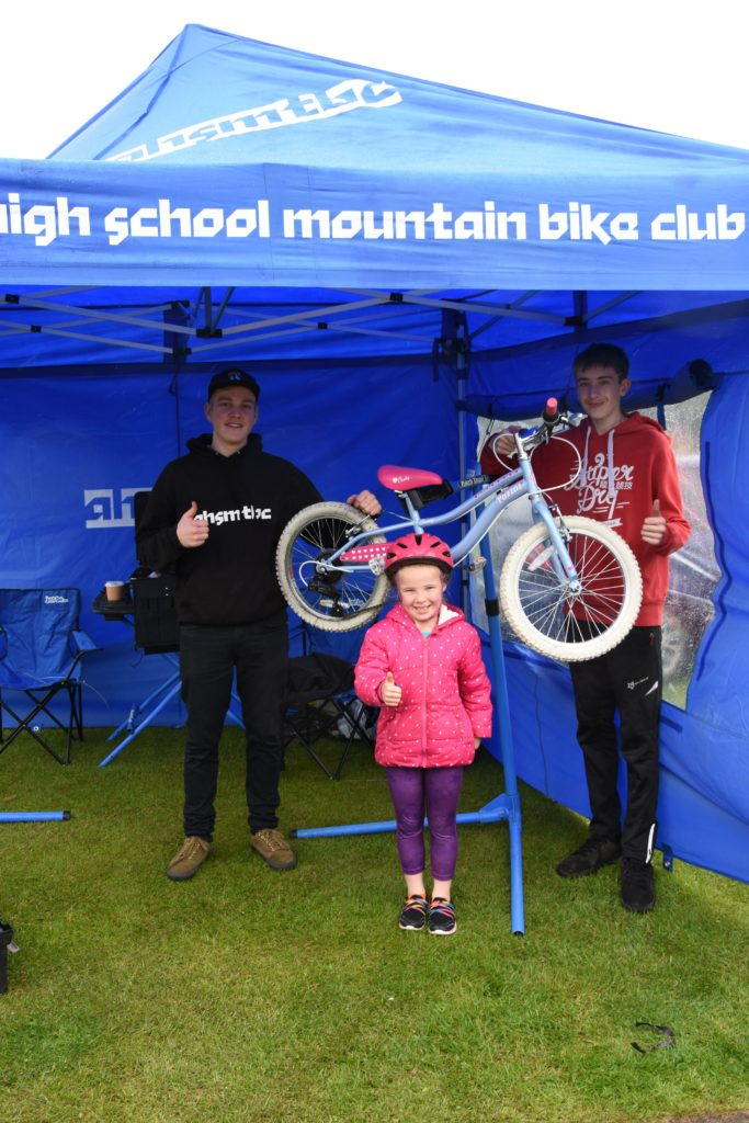 Ruby MacArthur shows her appreciation to the members of the Arran High School Mountain Bike Club who serviced her bicycle.