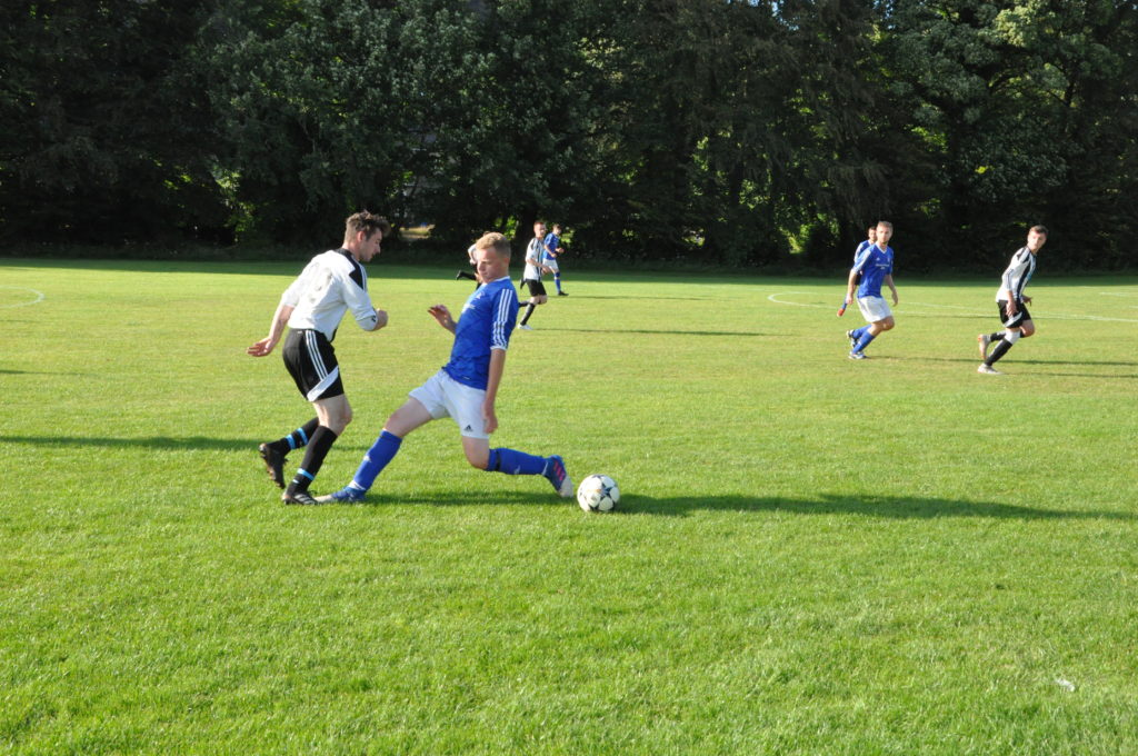 Johnny Sloss outwits a Brodick defender.