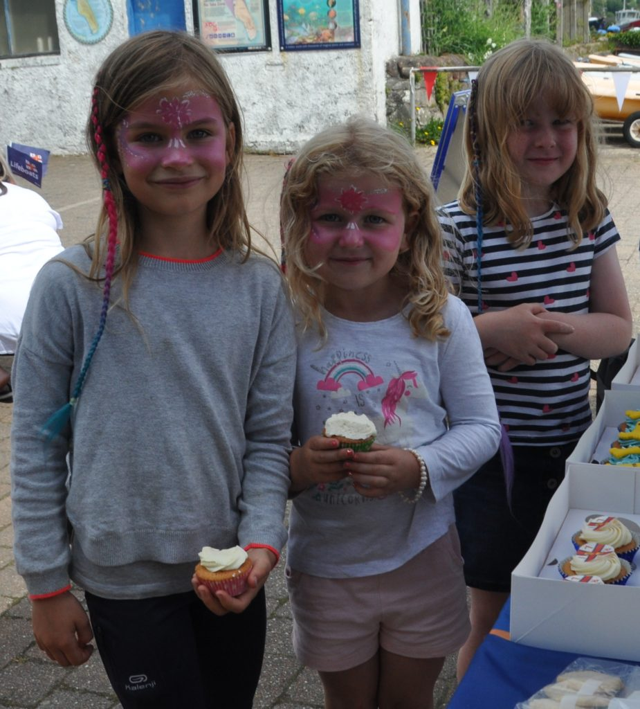 Izzy Early (left) with Lexi and Eva Robinson at the cake stall.