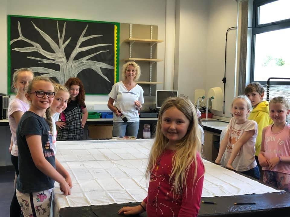 Art teacher Cil Paul and pupils prepare to start work on the Fèis banner.