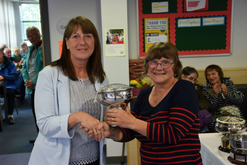 Margaret Whyte presents Sonia Harding with the new Mairi Turnbull Memorial Trophy for the best pot lilium in the show.