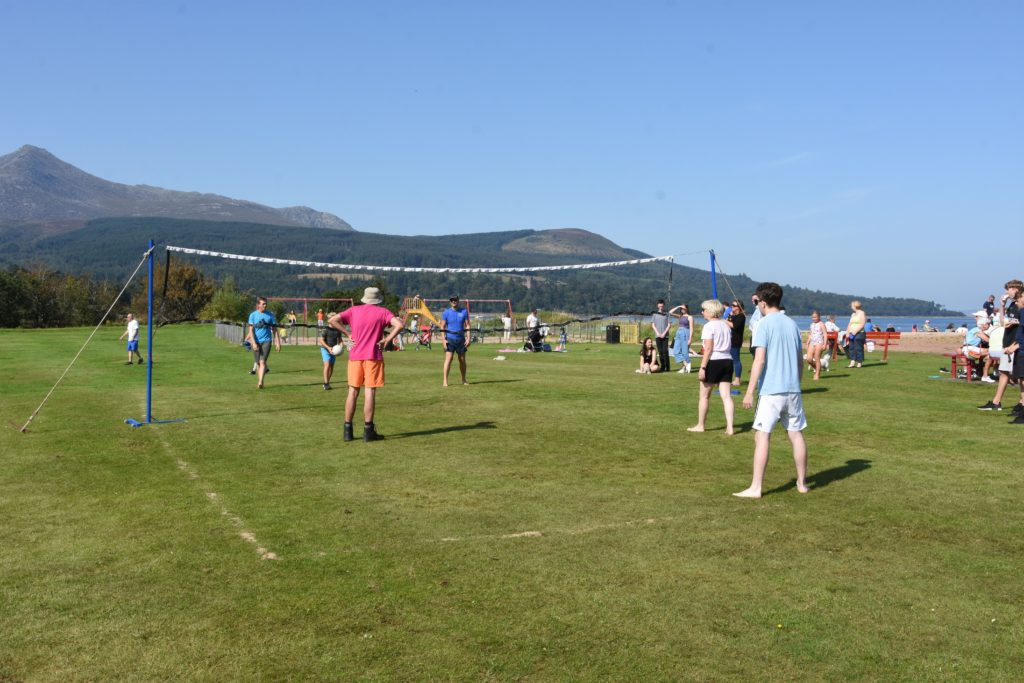 As the temperatures rose so did the competition on the volleyball pitch.