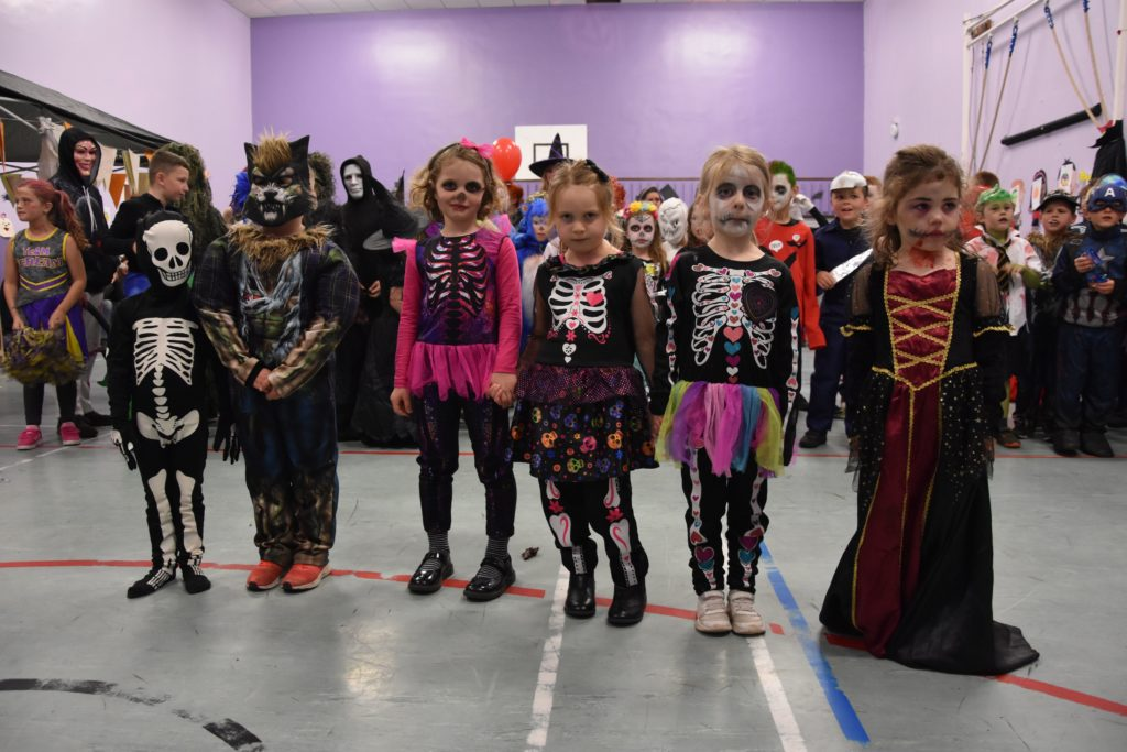 Lamlash P1 pupils line up for the best dressed competition.