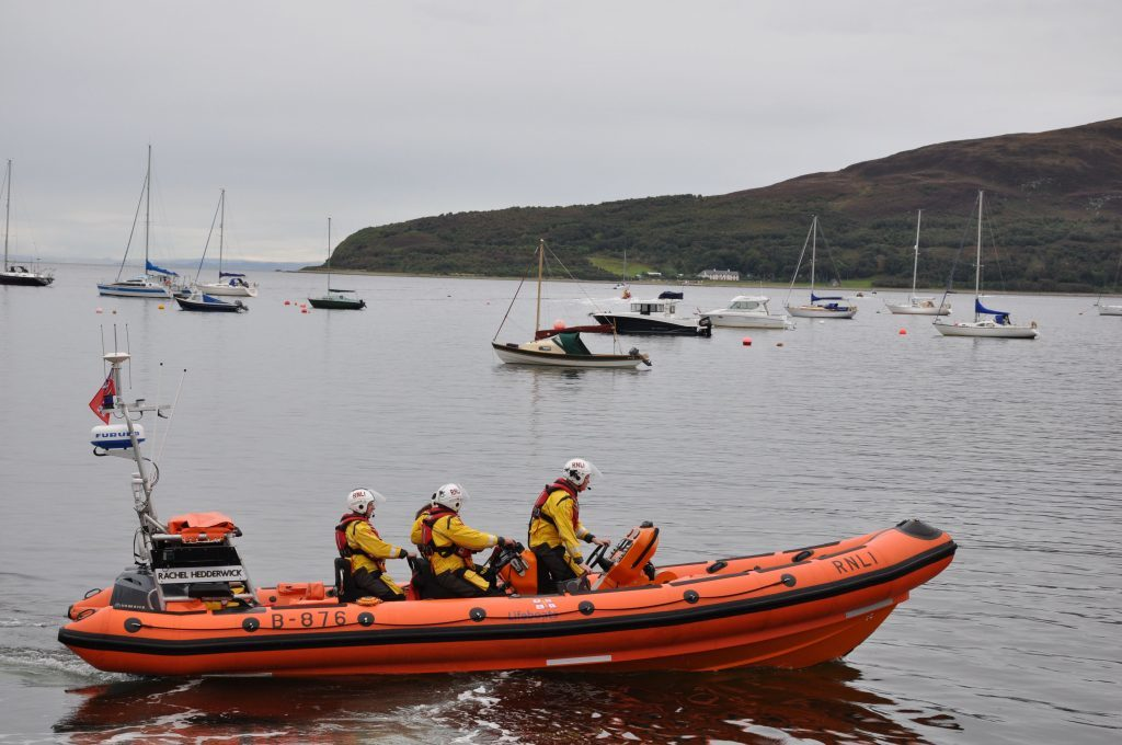 Lifeboat rescues distressed swimmer