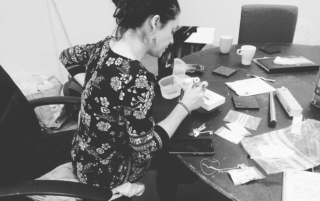 Lisa holds jewellery design workshop