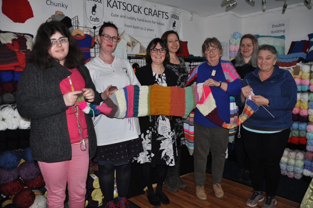 Arran charity scarf gets helping hand from MP - Arran Banner