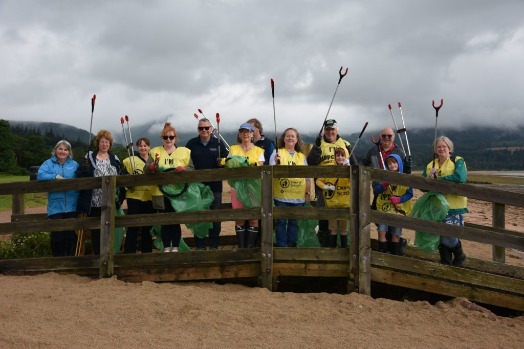 Beach Buddies take up litter fight in Brodick